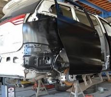 トヨタ・エスティマの鈑金修理事例(1)のサムネイル
