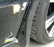 トヨタ・ヴォクシーの鈑金修理事例のサムネイル