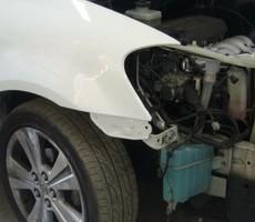 トヨタ・イプサムの鈑金修理事例(1)のサムネイル