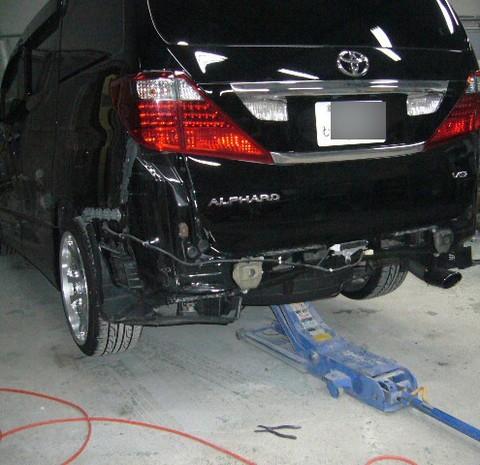 トヨタ・アルファードの鈑金修理事例(2)のサムネイル