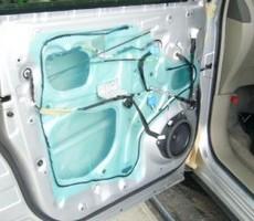 トヨタ・エスティマの鈑金修理事例(4)のサムネイル